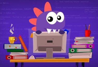 Drago na escrivaninha com computador e livros para aprender como programar