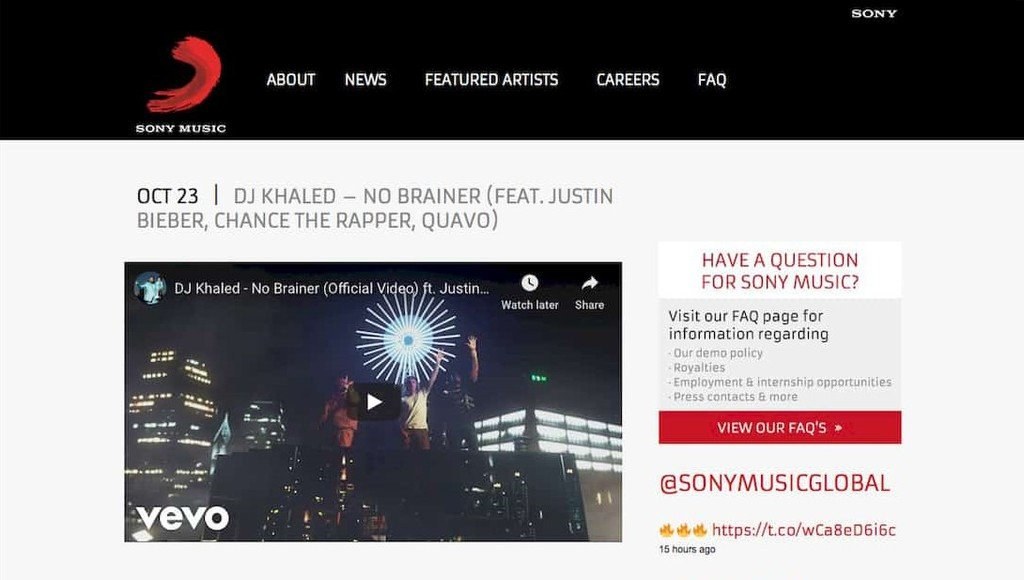 Vídeo incorporado do YouTube no WordPress. Exemplo do site Sony Music