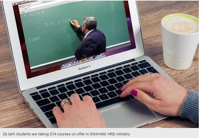 professor leciona um curso online